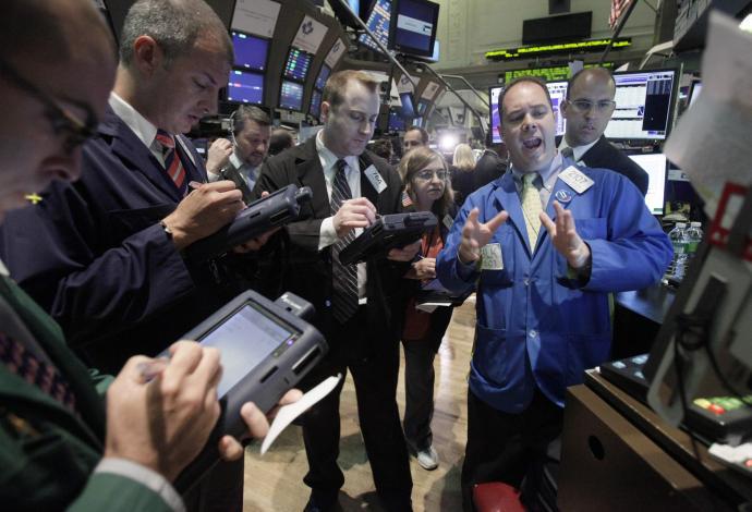 "Eυρωπαϊκά Xρηματιστήρια: ""Μαύρη Πέμπτη"" με πτώση 3,7% – Απώλειες 2% για τον Dow"