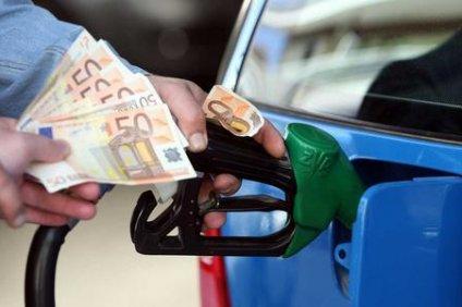 Μείον 506 ευρώ το χρόνο στα πορτοφόλια μας από τη «φωτιά» στα καύσιμα