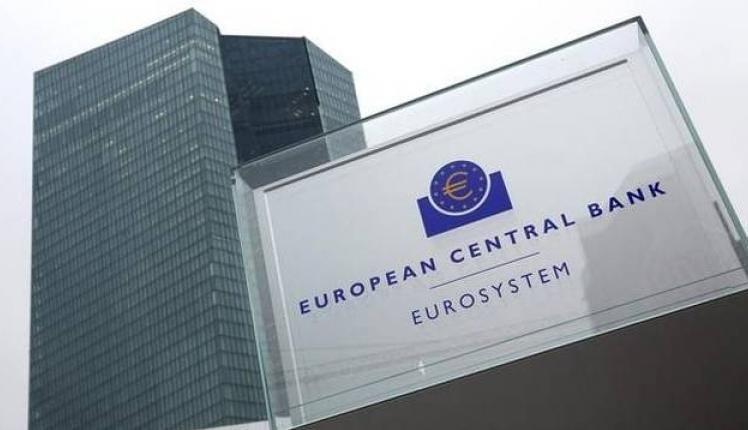 ΕΚΤ: Εκτός νομισματικής ένωσης μεταφέρουν τα λεφτά τους οι επενδυτές της ευρωζώνης