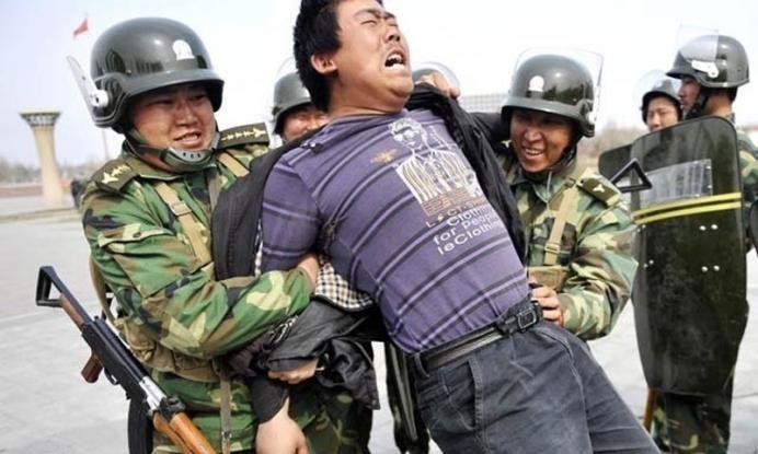 Κίνα: Διεθνείς αντιδράσεις για την πολιτική της καταγραφή του DNA των πολιτών της