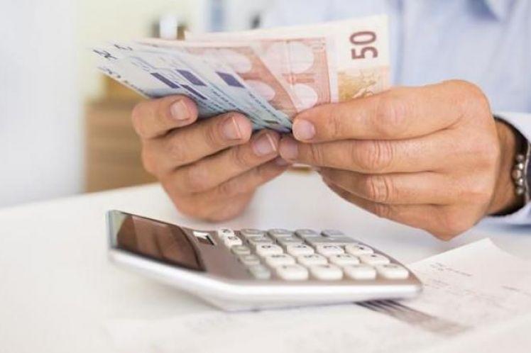 Πάνω από μισό εκατομμύριο εργαζόμενοι-φτωχοί, ζουν με «μισθό» 360 ευρώ