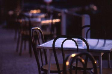 Τι λέει ο δήμος Αθηναίων για τη μουσική στα μπαρ στο Κολωνάκι