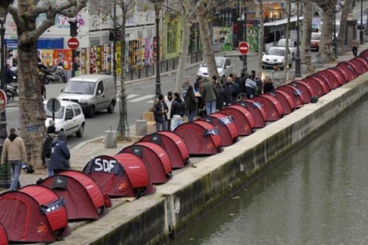 Τουλάχιστον 3.000 άστεγοι καταμετρήθηκαν σε μια νύχτα στους δρόμους του Παρισιού