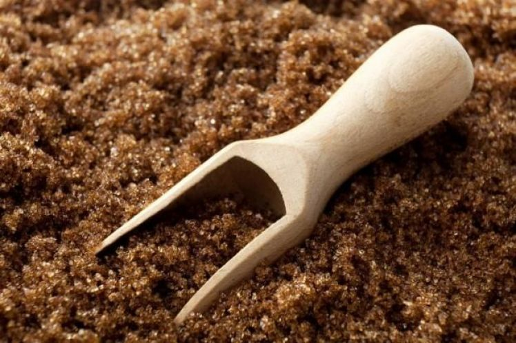Προσοχή: Αυτός είναι ο μεγάλος «μύθος» για τη μαύρη ζάχαρη