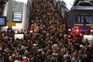 Γαλλία: Σε απεργιακό κλοιό η χώρα