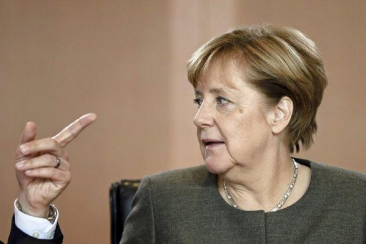 Παραμένει το θρίλερ στην Γερμανία – Σε ένα «σχοινί» κρέμεται η κυβέρνηση Μέρκελ