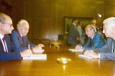 Σαν σήμερα το 1989 ανακοινώνεται η συνεργασία Ν.Δ – ΣΥΝΑΣΠΙΣΜΟΥ