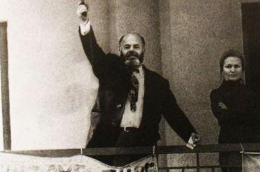 Σαν σήμερα: H αεροπειρατεία του γιατρού Βασίλη Τσιρώνη