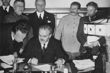 Το Σύμφωνο Ρίμπεντροπ – Μολότοφ