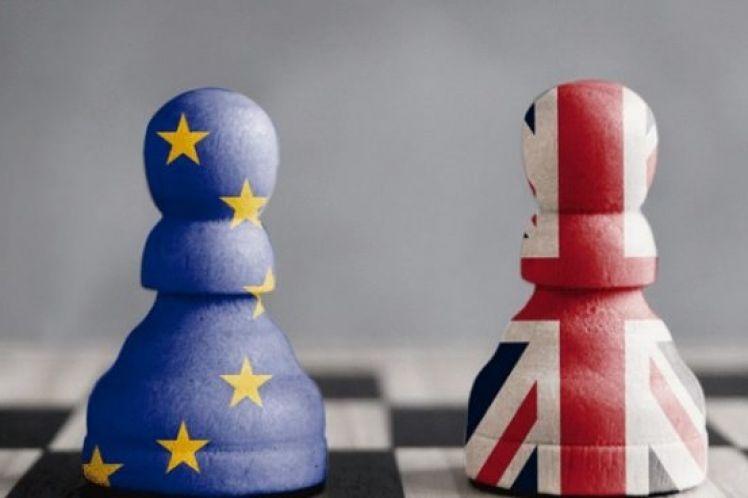 Θρίλερ με το Brexit, παιχνίδια με την λίρα