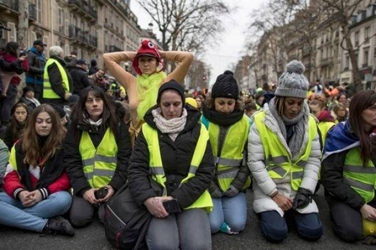 Κάλεσμα σε διαδήλωση το Σάββατο στη Βρετανία με «κίτρινα γιλέκα»