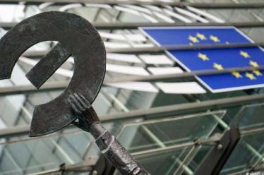 Κερδισμένοι από τα 20 χρόνια ευρώ – Σε καθοδική πορεία η Ελλάδα από το 2011
