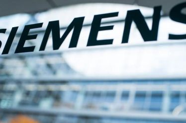 Δίκη Siemens: Δόθηκαν μίζες 94 εκατ. μάρκα σε πολιτικούς και αξιωματούχους λέει η εισαγγελέας