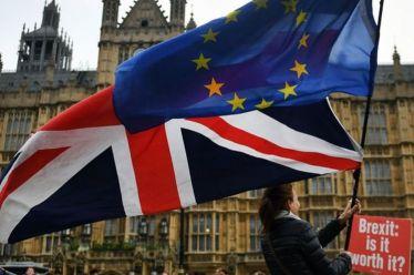 Οι Βρετανοί προτιμούν Brexit χωρίς συμφωνία παρά παραμονή στην Ε.Ε.