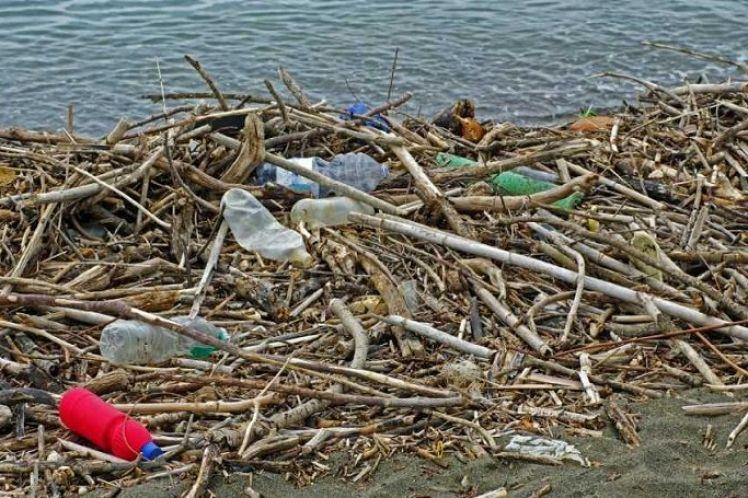 Πλημμύρα πλαστικών στη Μεσόγειο