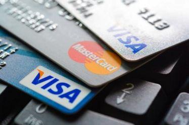 Εξαφανίστηκαν τα μετρητά – Ακόμα και στο περίπτερο με κάρτα πάνε οι Ελληνες