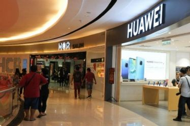 Κατρακυλούν τα έσοδα της Huawei