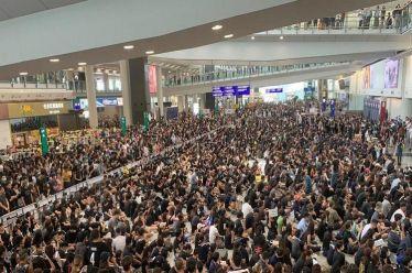 Είναι οι διαδηλώσεις στο Χονγκ Κονγκ μια «πολύχρωμη επανάσταση» ή κάτι περισσότερο;
