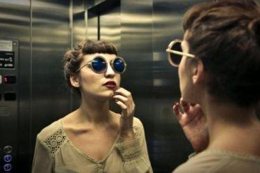 Δε φαντάζεστε γιατί σε όλα τα ασανσέρ υπάρχουν καθρέφτες!