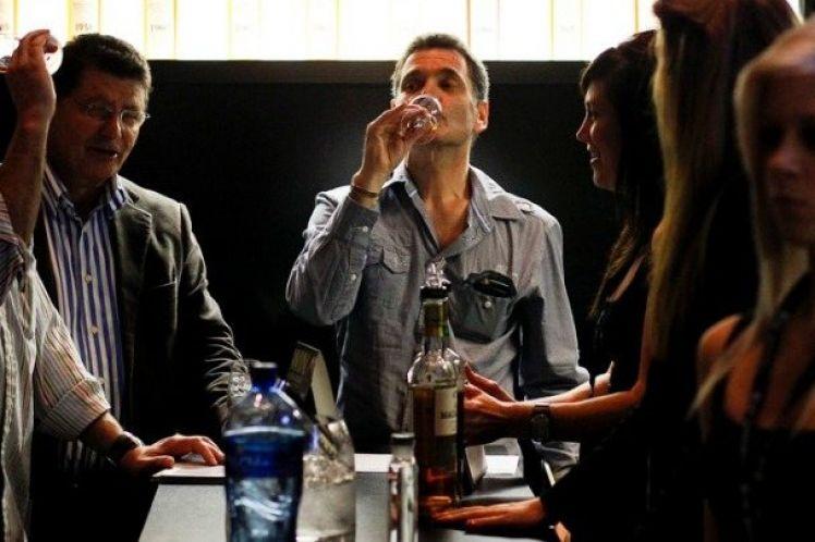«Γερά ποτήρια» οι Ευρωπαίοι-Οι Έλληνες πίνουν λιγότερο από τον μέσο ευρωπαϊκό όρο