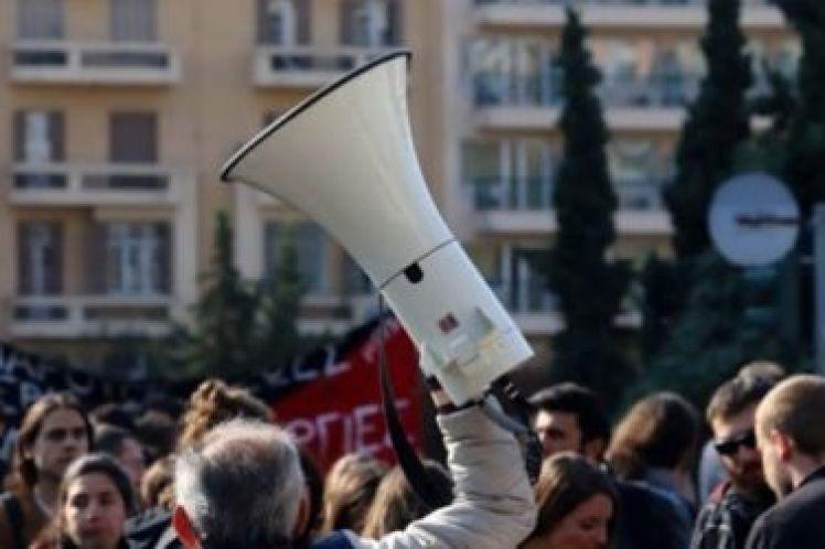 Η κυβέρνηση του 24% χτυπά το δικαίωμα στη διαμαρτυρία