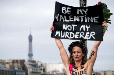 Femen κατά των γυναικοκτονιών με αφορμή του Άγ. Βαλεντίνου