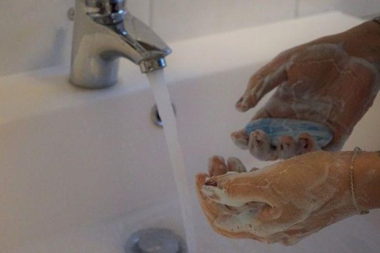 Το ιδιωτικοποιημένο νερό συμβάλλει στην εξάπλωση του κορωνοϊού στις ΗΠΑ