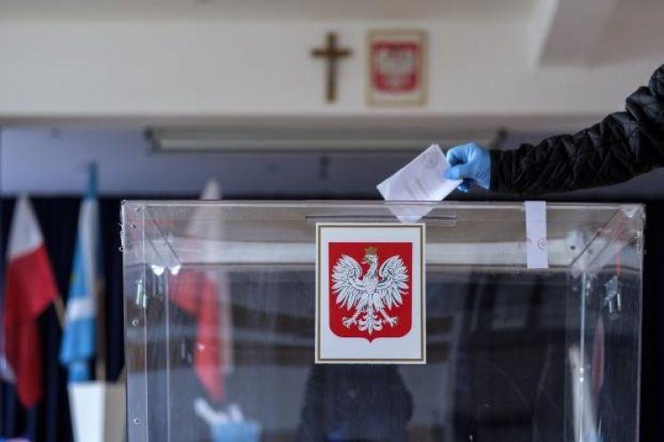 Εκλογές στην Πολωνία: «Θρίλερ» μεταξύ των δύο βασικών υποψηφίων δείχνει το Exit Poll