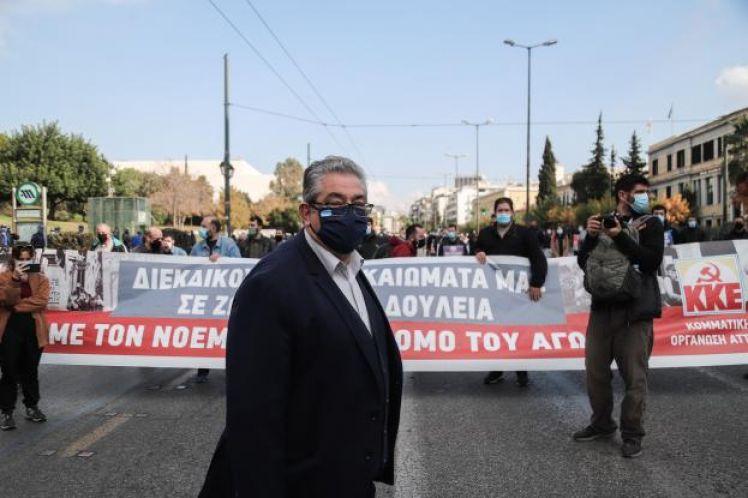 Μέλη του ΚΚΕ έσπασαν τα απαγορευτικά μέτρα και διαδήλωσαν κοντά στην Πρεσβεία των ΗΠΑ