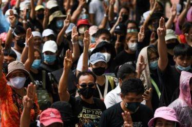 Η μαζική ανυπακοή συνταράσσει το καθεστώς στην Ταϊλάνδη
