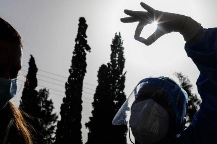 Κορωνοϊός: 585 νέα κρούσματα και 28 θάνατοι – Στους 288 οι διασωληνωμένοι