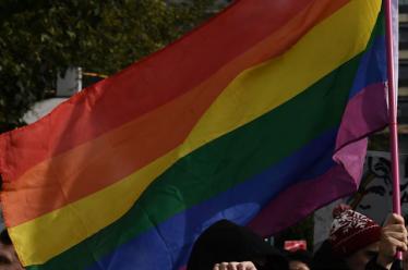 «Θεραπείες μεταστροφής»: Έρευνα για τις πρακτικές βίας σε ΛΟΑΤΚΙ+ άτομα – «Μου έλεγε να επισκέπτομαι οίκους ανοχής»