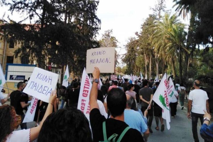 Κύπρος: Διαδηλώσεις χιλιάδων ε/κ και τ/κ ενάντια στη διχοτόμηση (φωτό + βίντεο)